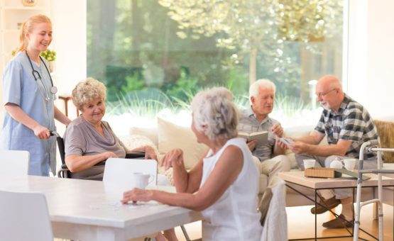 8 Benefits of Senior Assisted Living Centers